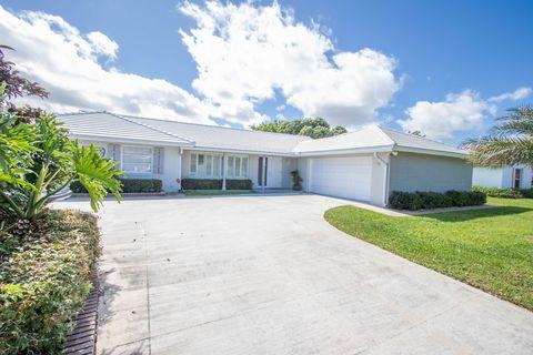 Photo of 469 N Country Club Dr, Atlantis, FL 33462