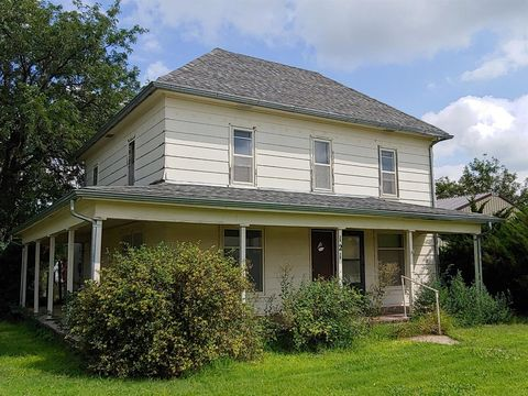 Photo of 121 N Illinois Ave, Luray, KS 67649