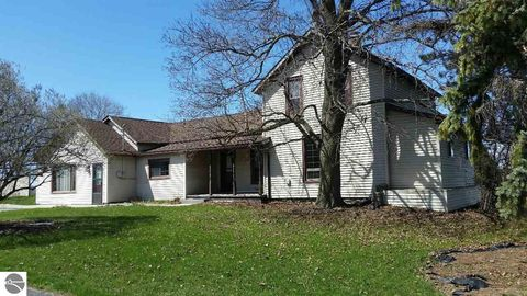 Photo of 11265 N Mission Rd, Clare, MI 48617