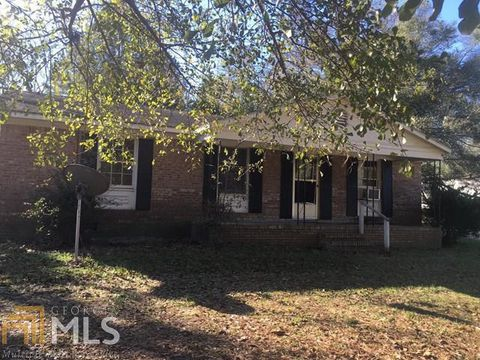 Photo of 204 Brown Ave, Millen, GA 30442
