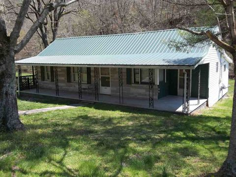 Photo of 3434 Indian Creek Rd, Thorn Hill, TN 37881