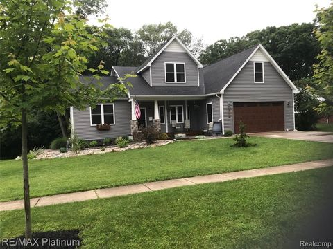 Photo of 140 Inverness St, Howell, MI 48843