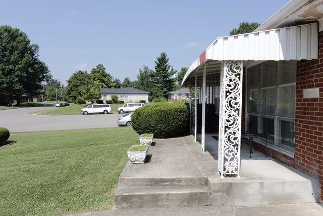 1163 Oakwood Cir, Lexington, KY 40511