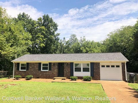 Photo of 1108 Ownby Ln, Knoxville, TN 37919