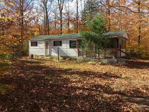 3 Hollywood Rd, South Colton, NY 13687