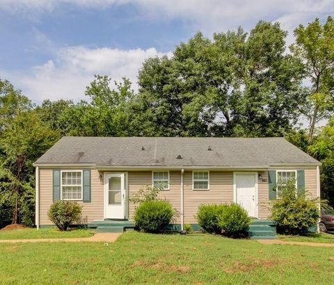 Photo of 930 Woody Hills Dr, Clarksville, TN 37040