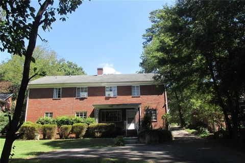 Photo of 833 N Center St, Hickory, NC 28601