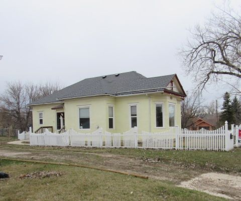 Photo of 810 Kingsbury St, Belle Fourche, SD 57717