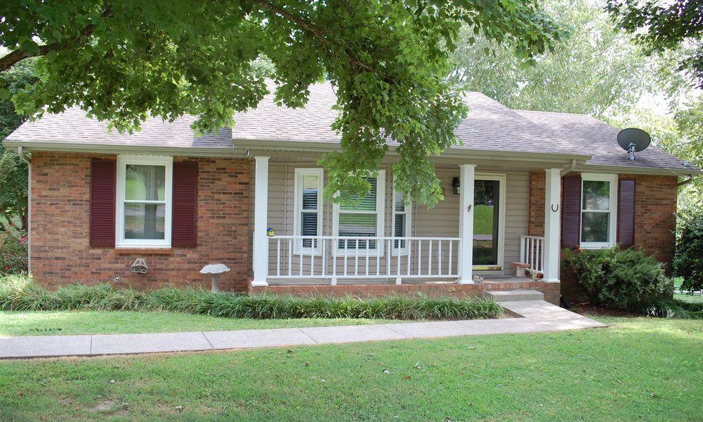 726 Clayton Dr, Clarksville, TN 37040