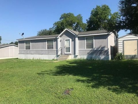 Photo of 919 E Pearl St, La Grange, TX 78945