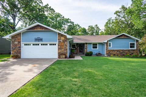 Photo of 105 Foursome Ln, Carl Junction, MO 64834
