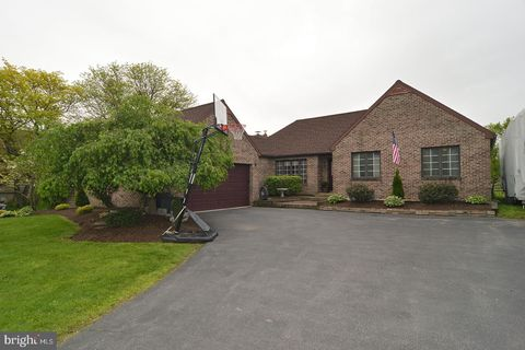 Photo of 652 Old State Rd, Oley, PA 19547