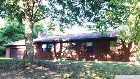 14 Red Cedar Ln, Northeast, NY 12546
