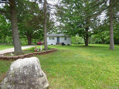 Photo of 8891 Crosby Lake Rd, Springfield Township, MI 48346