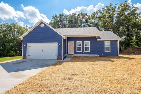 Photo of 131 Allyson Cir, Junction City, KY 40440