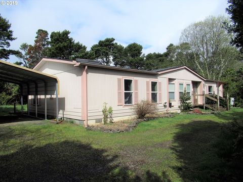Photo of 4714 Sea Breeze Ln, Florence, OR 97439
