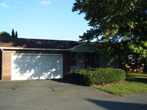 Photo of 60 Buckingham Dr, Albany, NY 12208