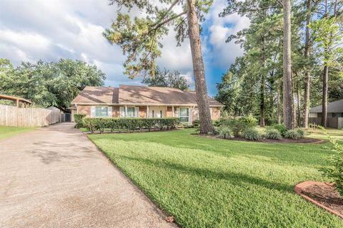 Photo of 10487 Twin Circles Dr, Montgomery, TX 77356