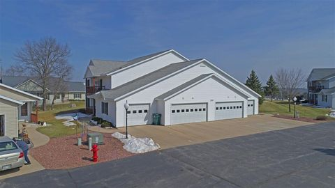 Photo of 220 Countryside Ct Unit D, Waupaca, WI 54981