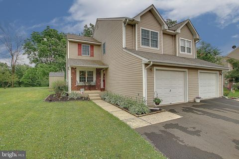 Photo of 562 W 6th St, Pennsburg, PA 18073