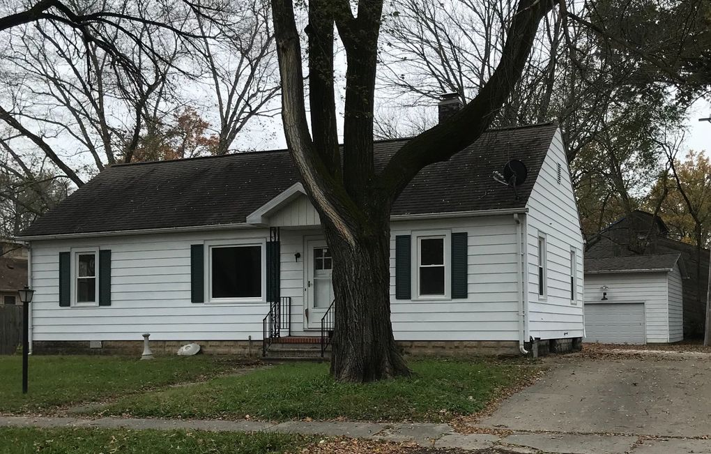 819 S East St Olney, IL 62450