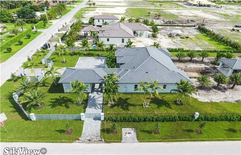 13252 Nw 102nd Ave, Hialeah Gardens, FL 33018 - realtor.com®