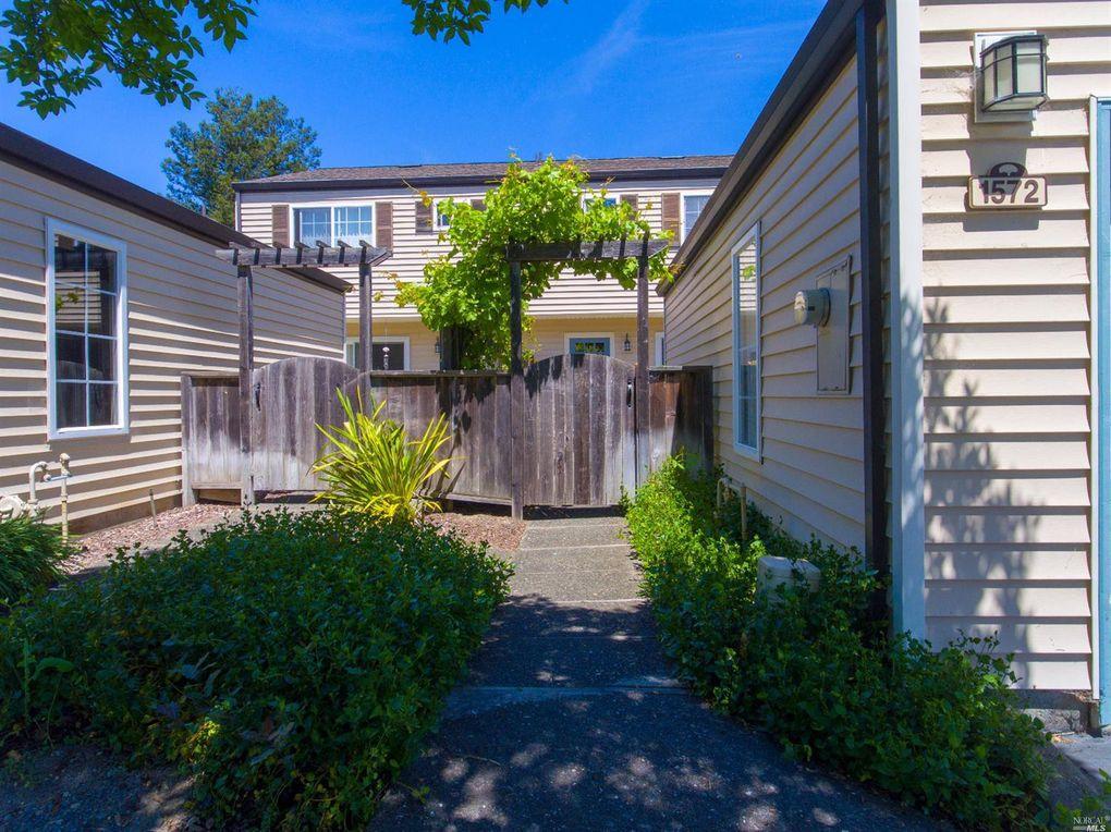 1572 Yardley St, Santa Rosa, CA 95403