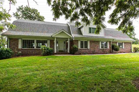 Photo of 21260 Country Squire Ln, Dubuque, IA 52001