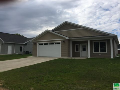 Photo of 417 Valley View Dr, Cherokee, IA 51012