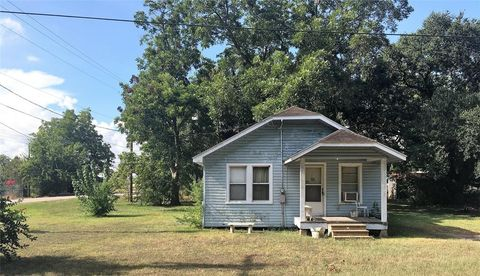 Photo of 318 E Live Oak St, Hungerford, TX 77448