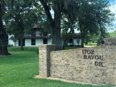 Photo of 1702 Bayou Dr, Lake Jackson, TX 77566