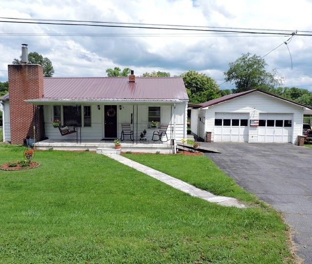315 Crescent Dr, Glade Spring, VA 24340