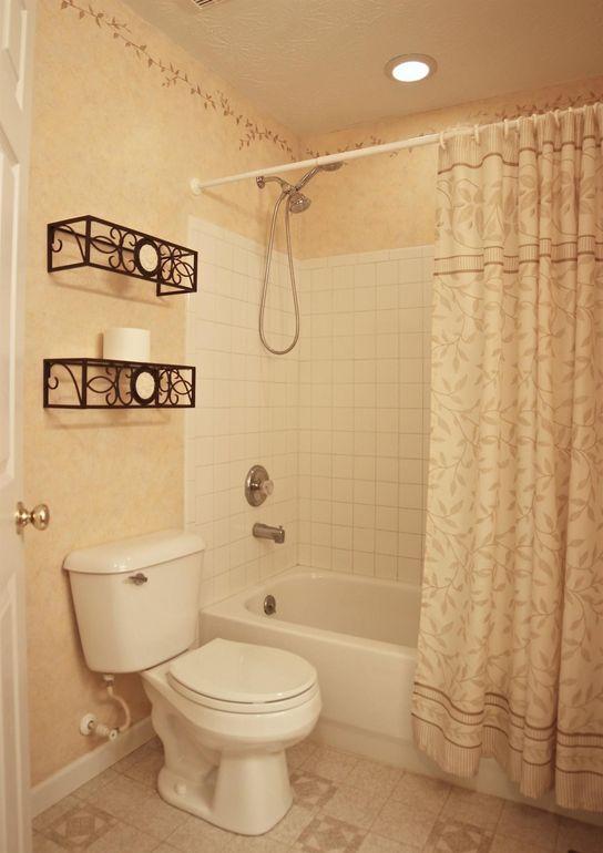 3118 Drew Dr, Hamilton, OH 45011 - Bathroom