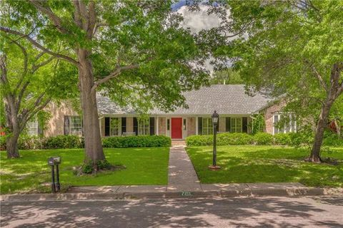 Photo of 7151 Kendallwood Dr, Dallas, TX 75240
