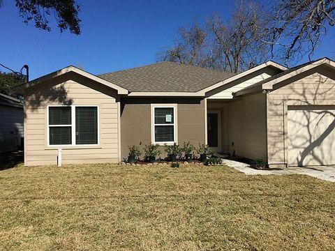 Photo of 608 W Willis St, Alvin, TX 77511