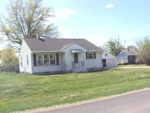 301 S 7th Ave, New Windsor, IL 61465