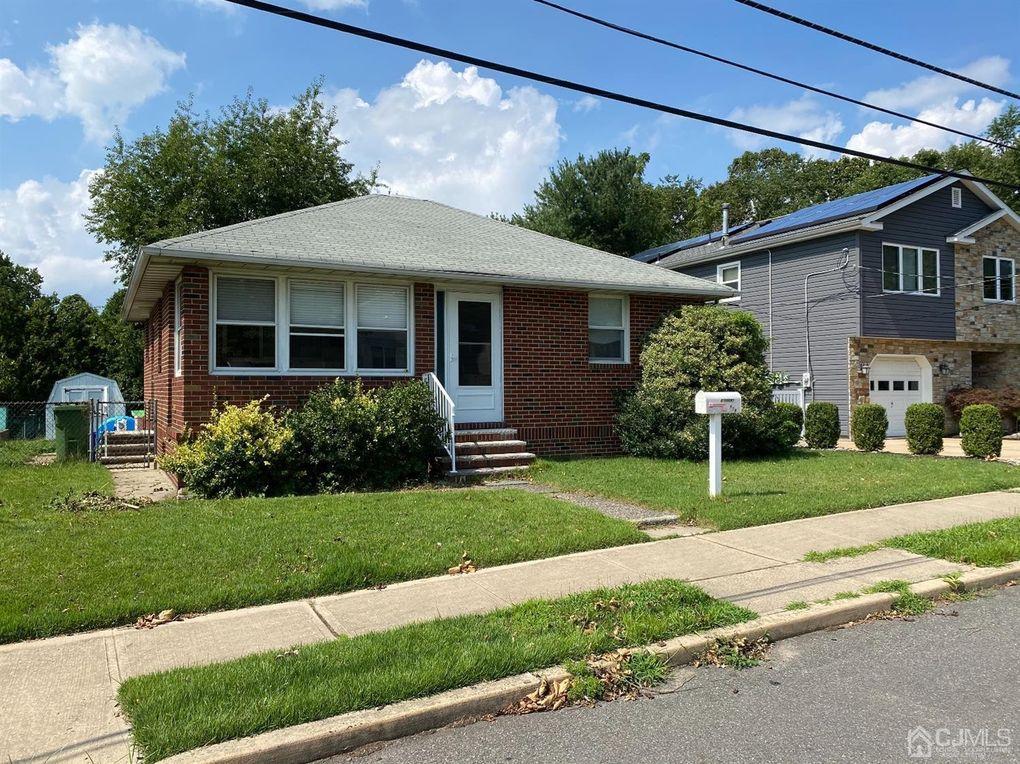 154 Manor St Sayreville, NJ 08879