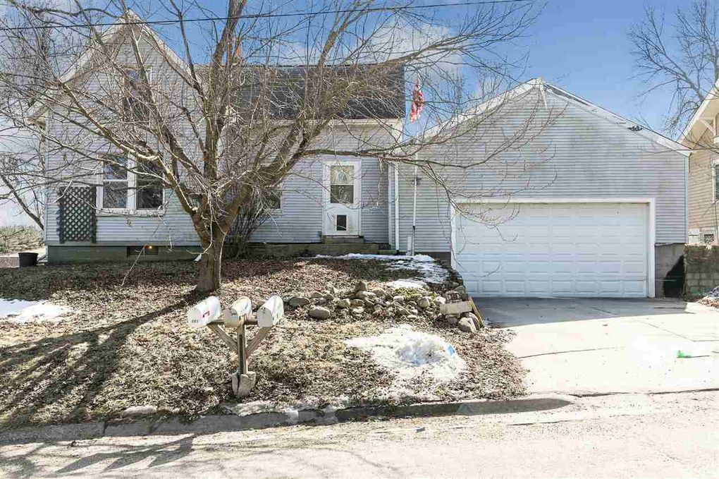 348 S Maple St West Branch, IA 52358
