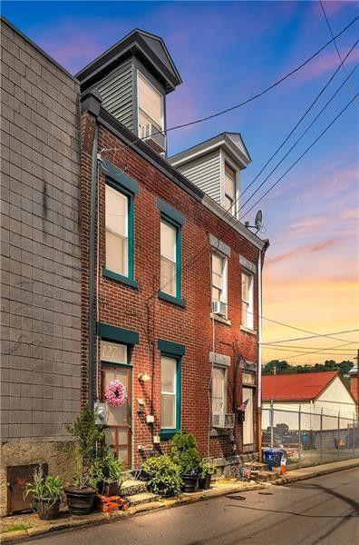 127 1/2 Almond Way Pittsburgh, PA 15201