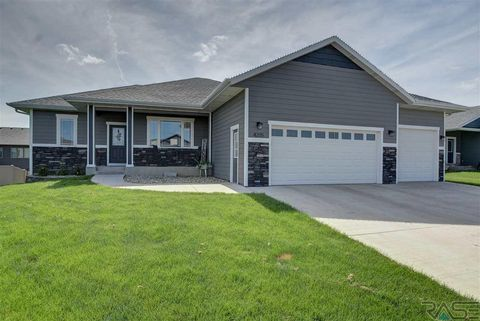 Photo of 4205 N Olympia Dr, Sioux Falls, SD 57107