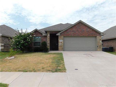 Photo of 4502 Sapphire Ln, Granbury, TX 76049