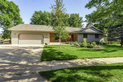 Photo of 604 E Sandpiper Trl, Sioux Falls, SD 57108