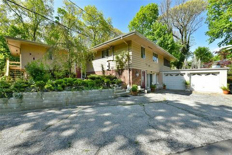 Photo of 30 The Intervale, Roslyn Estates, NY 11576