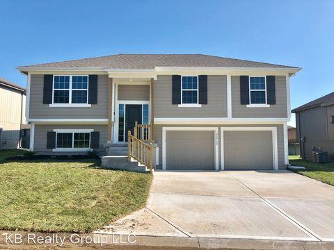 Photo of 21717 Westover Rd, Peculiar, MO 64078