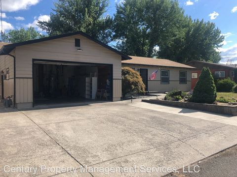 Photo of 106 Windsor Way, Central Point, OR 97502