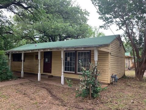 Photo of 3608 3rd St, Brownwood, TX 76801