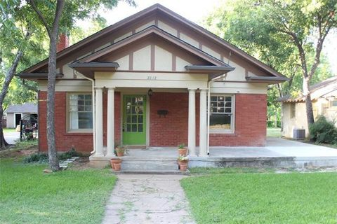 Photo of 2212 Edwin St, Fort Worth, TX 76110