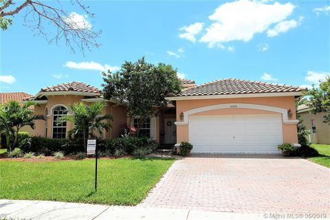 Photo of 16448 Nw 15th St, Pembroke Pines, FL 33028
