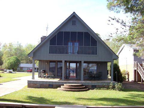 1367 Waccamaw Shores Rd, Lake Waccamaw, NC 28450