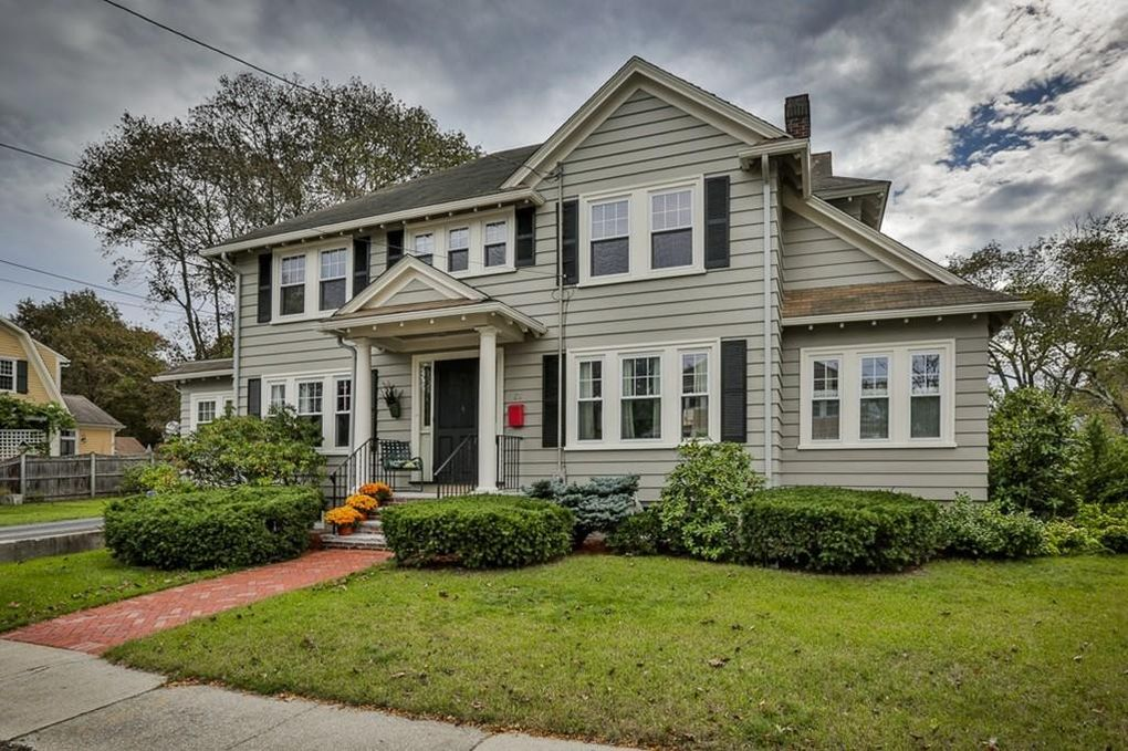 63 Clifford St, Melrose, MA 02176